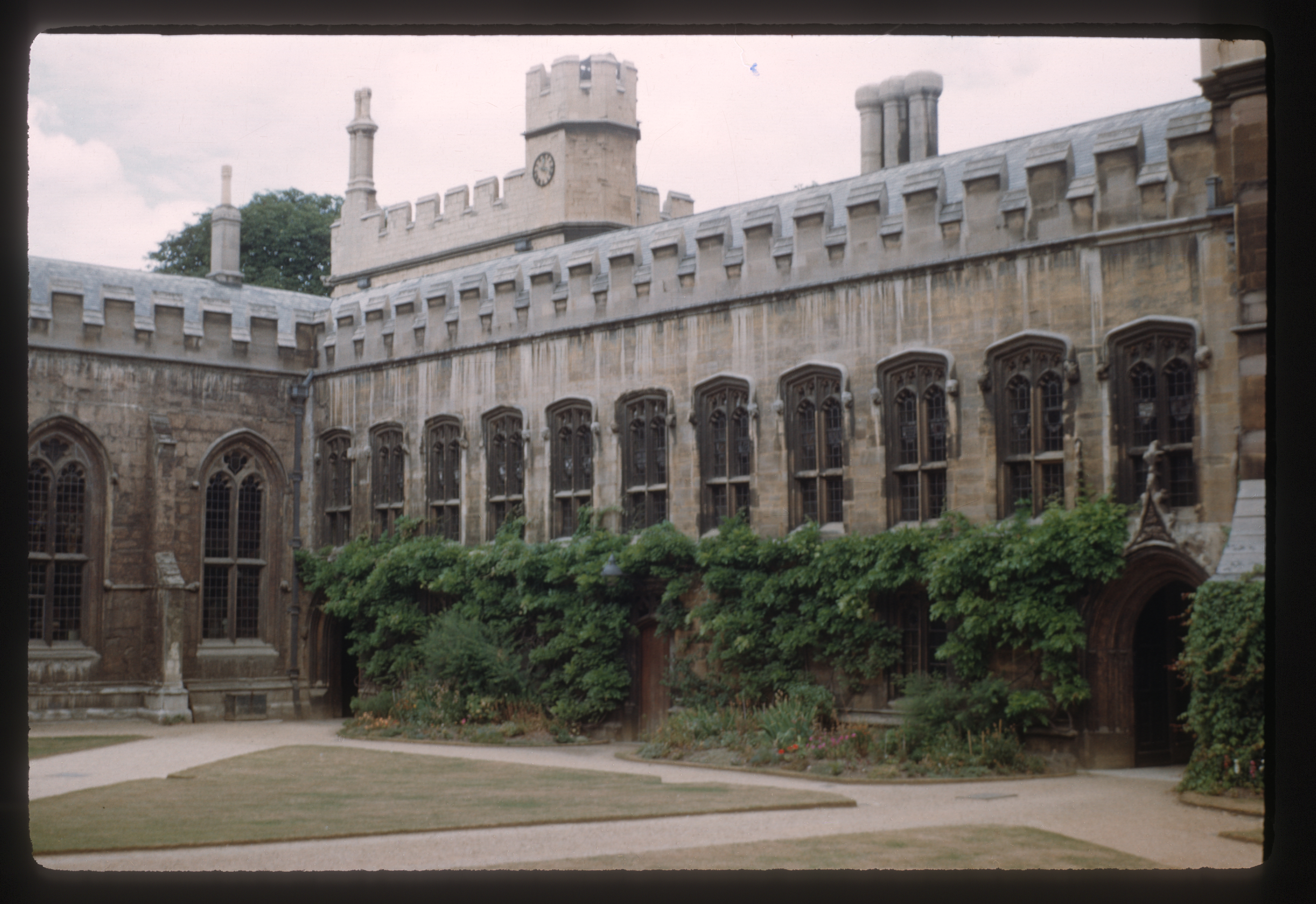 Photograph of the Balliol quad in Oxford
